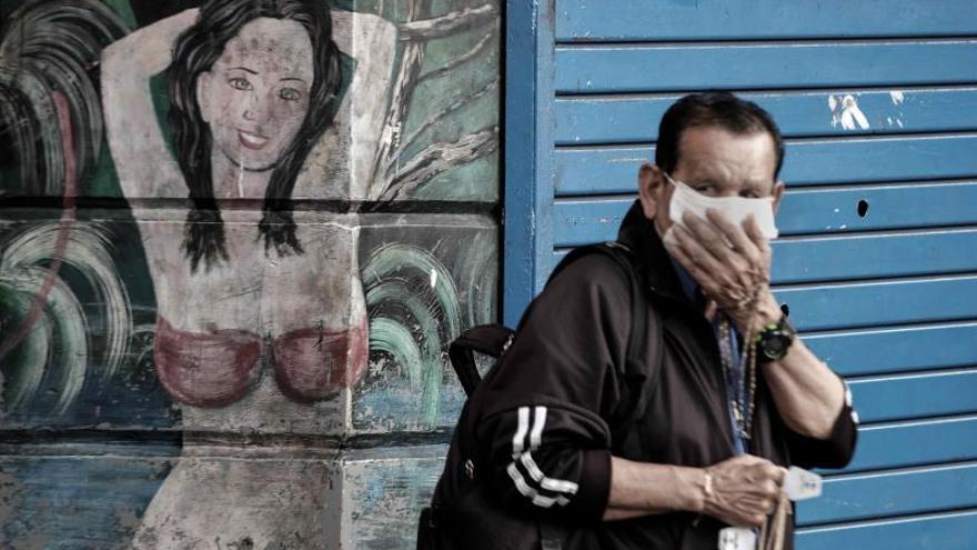 Costa Rica detectó el primer caso el pasado 6 de marzo y sus autoridades aseguran que aún no se ha confirmado el contagio comunitario, pues cerca del 95 % de los casos tienen el nexo epidemiológico identificado.