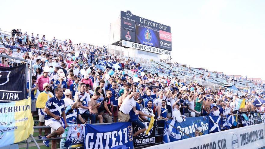 Aficionados del CD Tenerife en el Coliseum Alfonso Pérez.