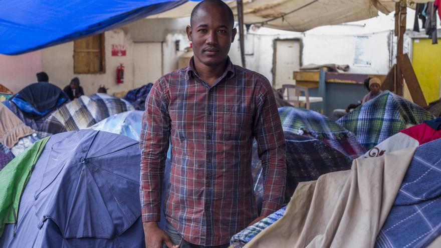 Martin abandonó la carrera de CC. Políticas porque su universidad se derrumbó con el teremoto. Después de vivir en Brasil unos años, espera en Tijuana a ser entrevistado por las autoridades migratorias estadounidenses.