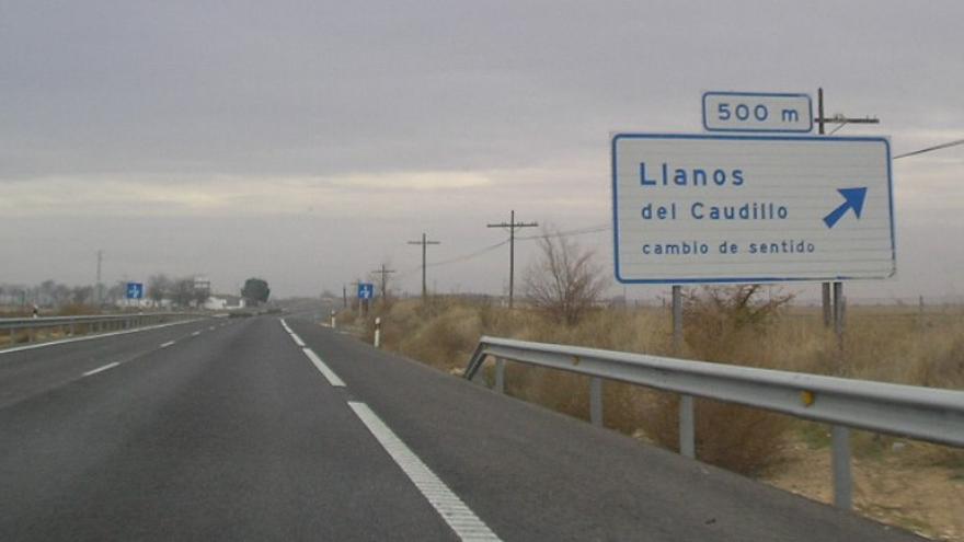 Salida de la autovía en dirección a Llanos del Caudillo / Foro por la Memoria