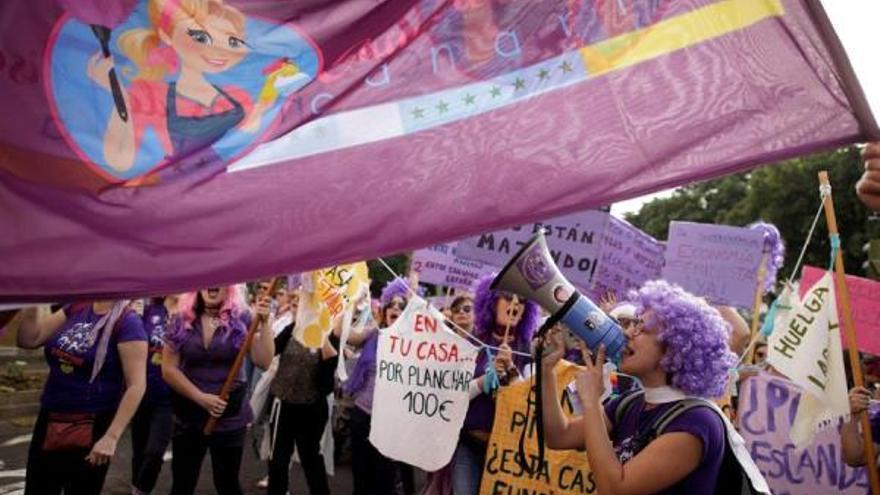 Manifestación feminista en Santa Cruz de Tenerife. (EFE)