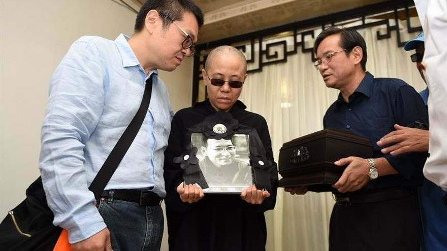 """Los amigos de la familia del nobel Liu Xiaobo temen que su viuda """"desaparezca"""""""