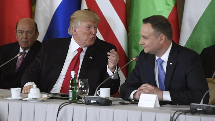 Trump ofrece seguridad y gas al Este de Europa mirando a Rusia de reojo