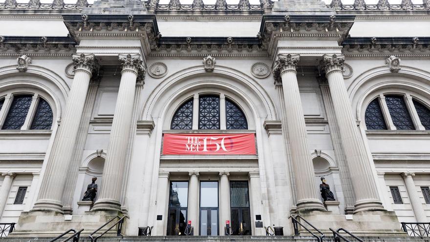 Evacuan el Met de Nueva York por el hallazgo de un paquete sospechoso