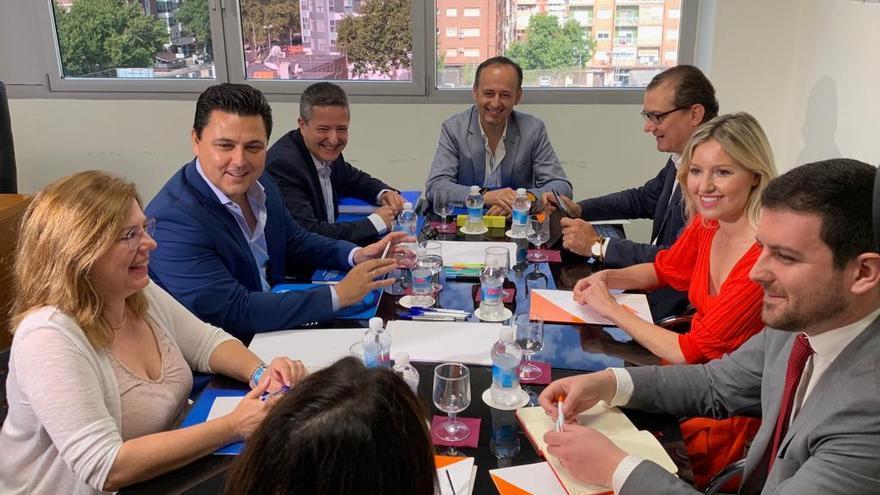 Los equipos negociadores de PP y Cs en la reunión mantenida este jueves 20 de junio