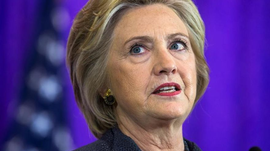 Clinton exige a Trump que se disculpe por poner en duda dónde nació Obama