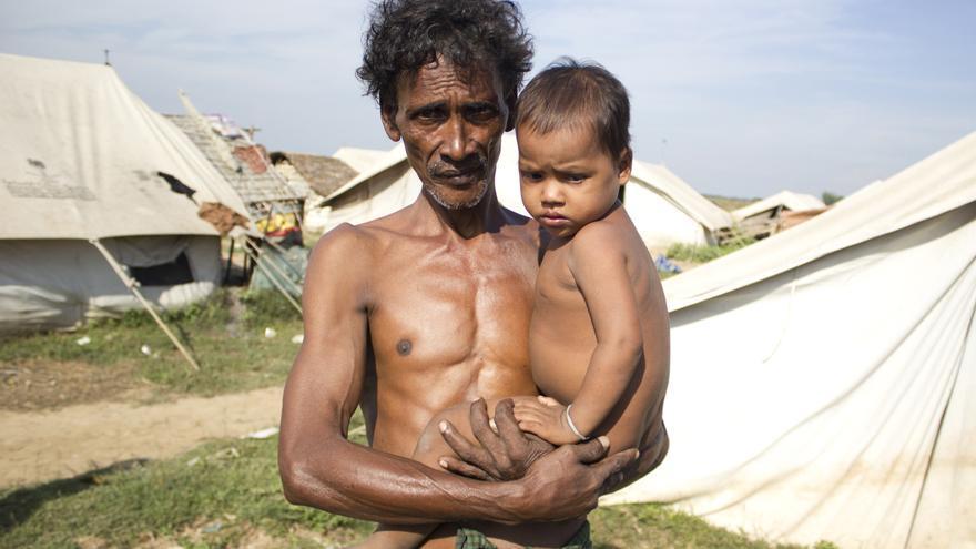 Desplazados internos de la etnia musulmana rohingya en el campo de Baw Du Pha, en el Estado de     Arakan (Birmania). 3 de noviembre de 2012 © Carlos Sardiña Galache.