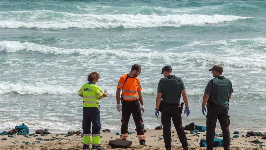 Continúan cerradas dos playas por si aparecen nuevos restos del C-101