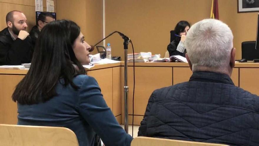 La condenada del PP Milagros Pérez, junto al concejal del PSOE Víctor Hernández, también con pena de inhabilitación