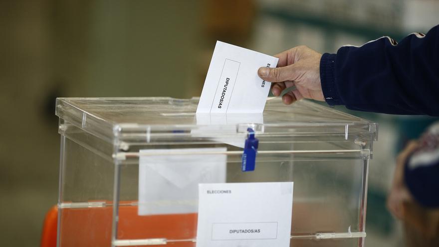 PP, PSOE y Ciudadanos pactan en la reforma electoral exprés reducir un 30% las subvenciones y un 50% los gastos