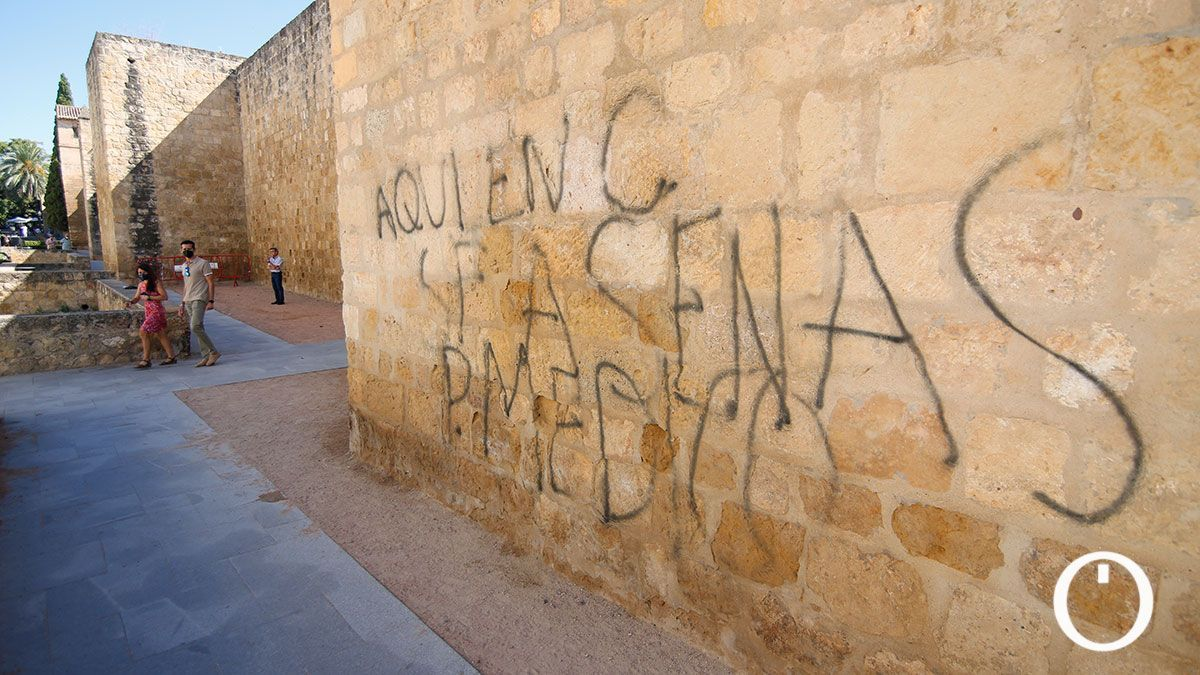 Pintada en la muralla de la Calle Cairuán
