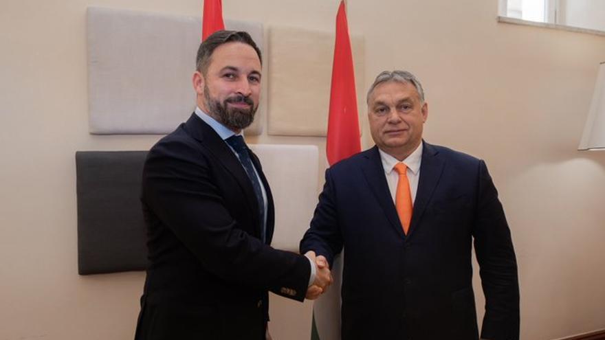 El presidente de Vox, Santiago Abascal, con el primer ministro húngaro, Viktor Orbán.