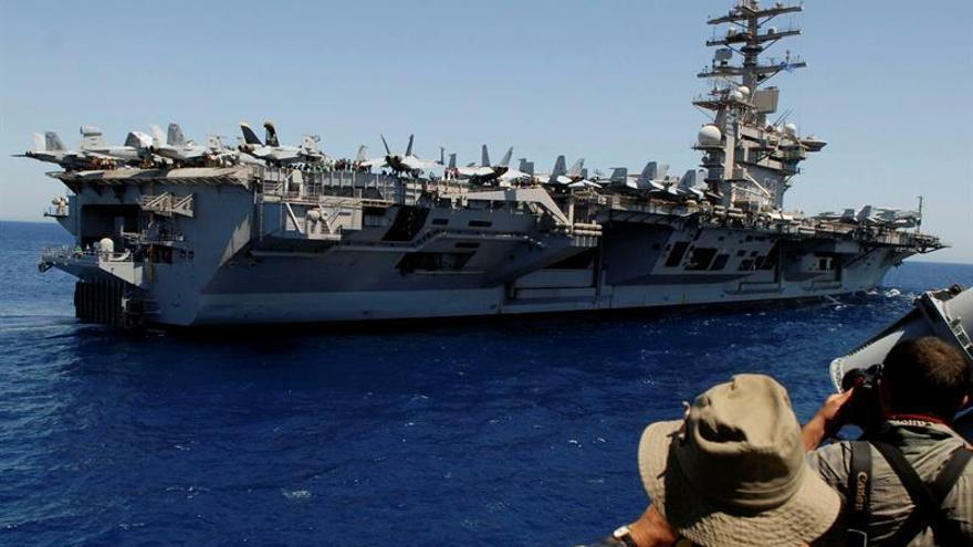 El portaaviones Eisenhower, 1.220 bombas contra el Dáesh y embajada flotante