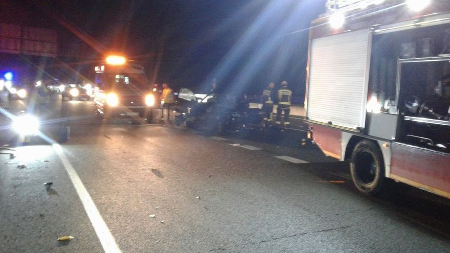 Herida una mujer de Santoña al salirse de la vía en la A-8 en Colindres