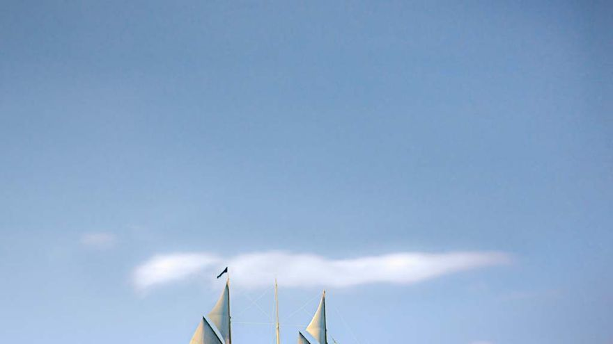 El Adix, el mayor yate de Jaime Botín, cerca de Formentera en 2012. CC Harald Kobler vía flickr