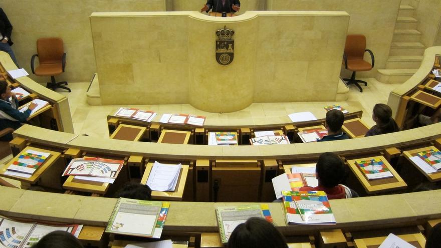 """Revilla insta a los grupos a """"ser flexibles"""" para que el Presupuesto entre en vigor el 1 de enero"""