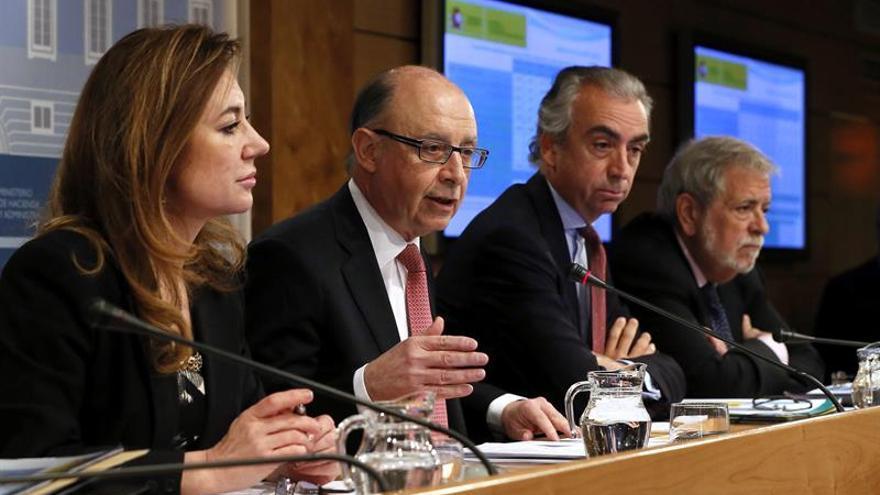 Hacienda retiene tributos a Aragón y Extremadura para pagar a proveedores