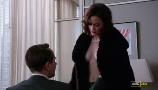 "Topless de Alexis Bledel, ex chica Gilmore, en ""Mad Men"""