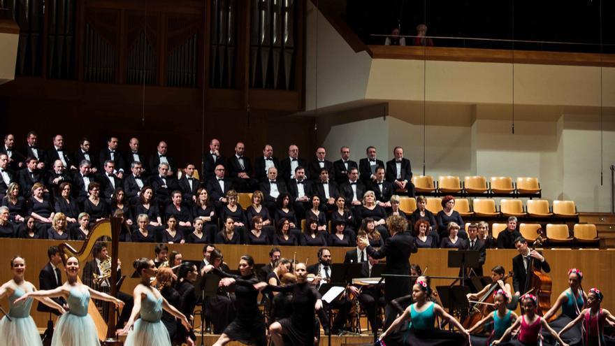 La Orquesta Académica de Valencia durante una actuación con danza
