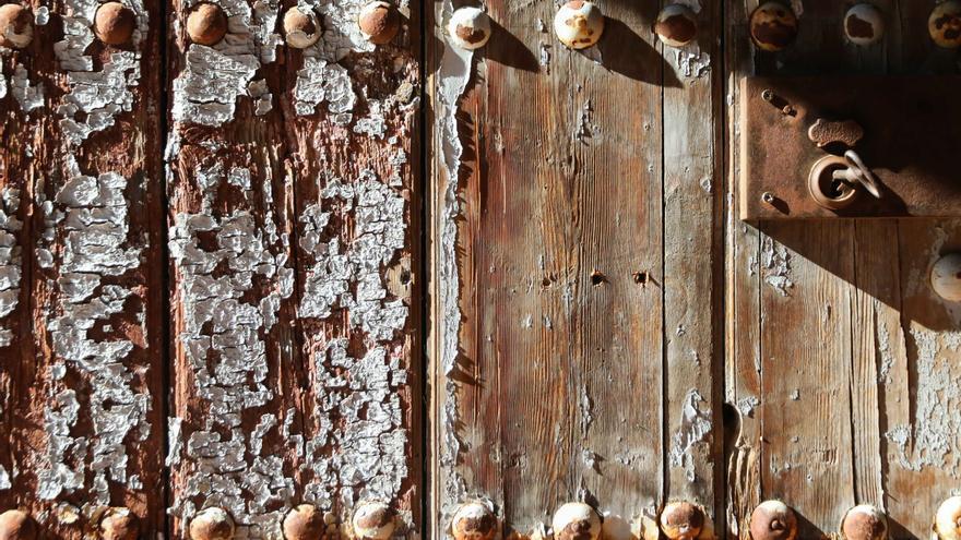 Detalle de la puerta de la bodega.