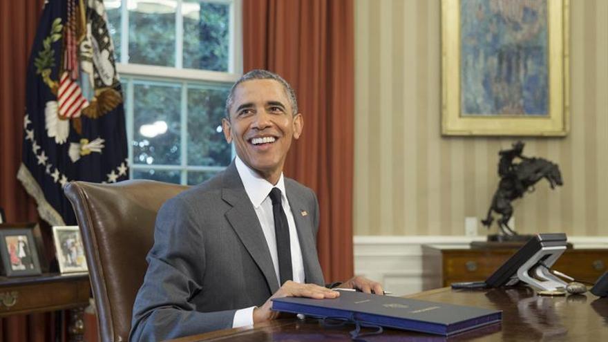 """Obama trabajará esta noche en la Casa Blanca con el debate """"de fondo"""" en la TV"""