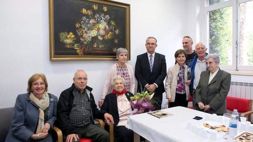 Maya felicita en la Casa de Misericordia a la centenaria Victorina Abaigar Ollón