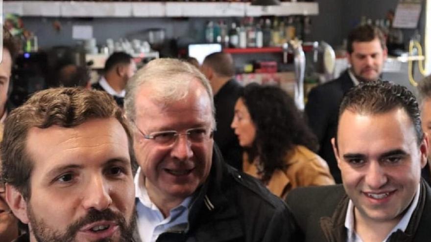 Pablo Casado, Antonio Silván y José Miguel González Robles, durante la pasada campaña electoral.