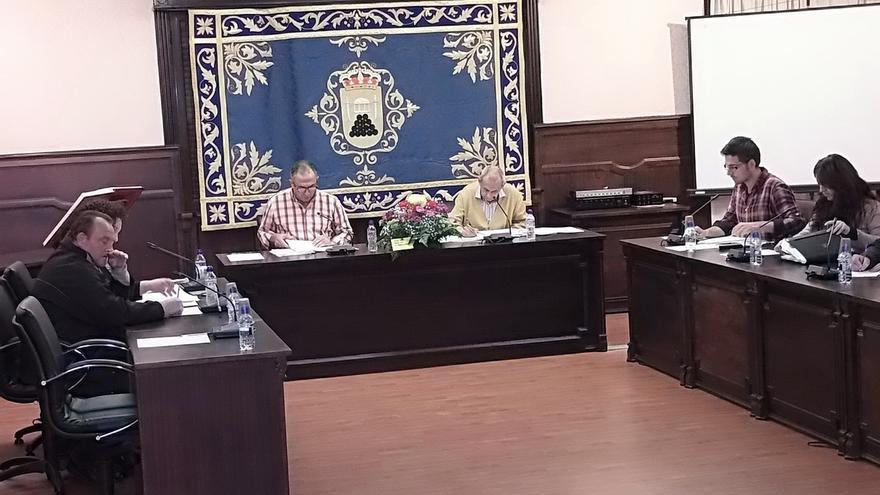 Pedrera aprueba por unanimidad retirar a Franco el título de alcalde honorífico