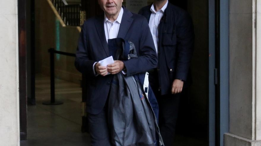 Chaves acude personalmente a la Audiencia de Sevilla tras el requerimiento del tribunal del caso ERE