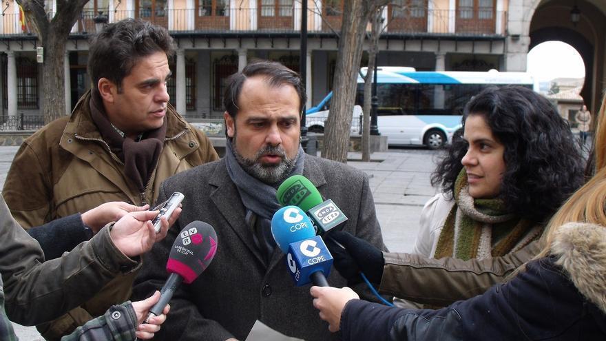 Javier Mateo (cen) IU Toledo, Rosa Prieto (IU-CLM) y Miguel Angel Sánchez (izq, Plataforma en defensa de los ríos Tajo y Alberche)