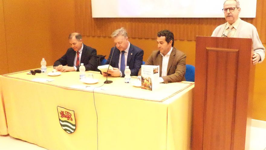 Presentación del libro de García del Junco.