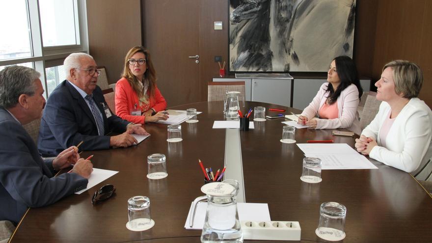 La consellera, María José Salvador (derecha), en la reunión de este miércoles.