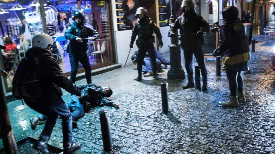 Las agresiones de la Policía a varios periodistas tras la protesta del 29M / Eric G. Madroñal