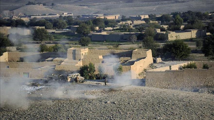 Al menos 49 muertos al extenderse las luchas entre insurgentes en Afganistán