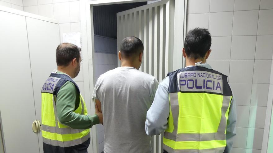 La Policía Nacional detiene en Bizkaia a una persona por estafa a Lanbide y a otra por robo, reclamada por Interpol