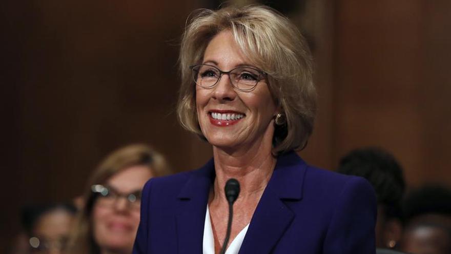 La nominada de Trump para Educación consigue su confirmación gracias a Pence