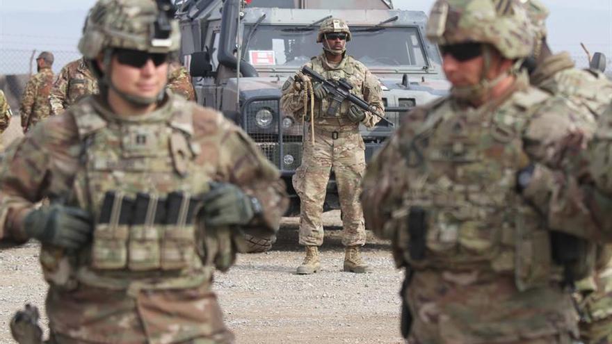 Soldados estadounidenses asisten a una sesión de entrenamiento del ejército afgano en Herat, Afganistán, 02 de febrero de 2019.