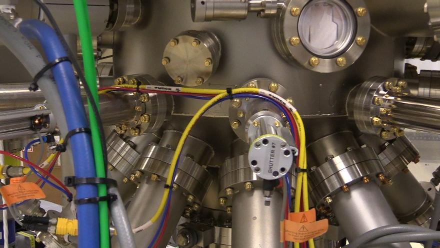Detalle de uno de los máquinas del laboratorio del Instituto de Energía Solar de la Universidad Politécnica de Madrid, utilizada para probar las reacciones atómicas de dos elementos a muy alta temperatura.