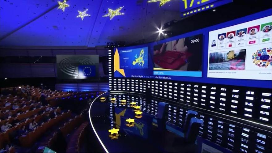 Seguimiento electoral en el hemiciclo de Bruselas.