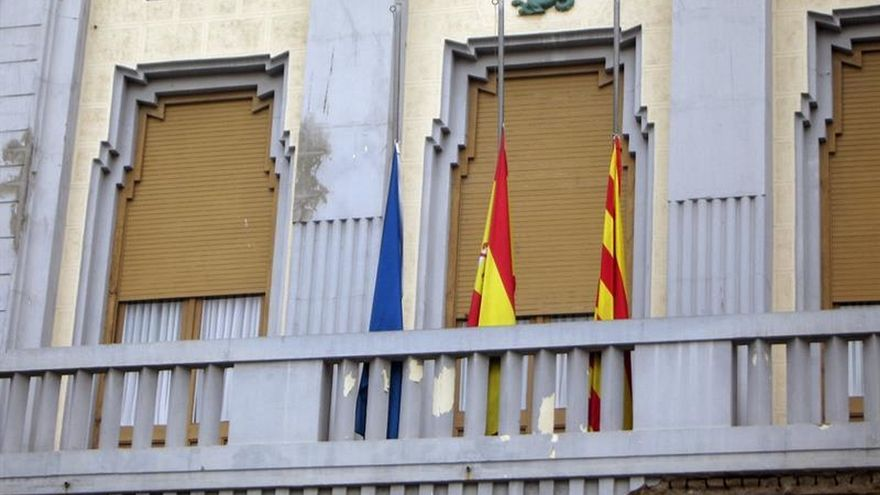 La bandera de Cataluña ondea a media asta en la Asamblea de Melilla
