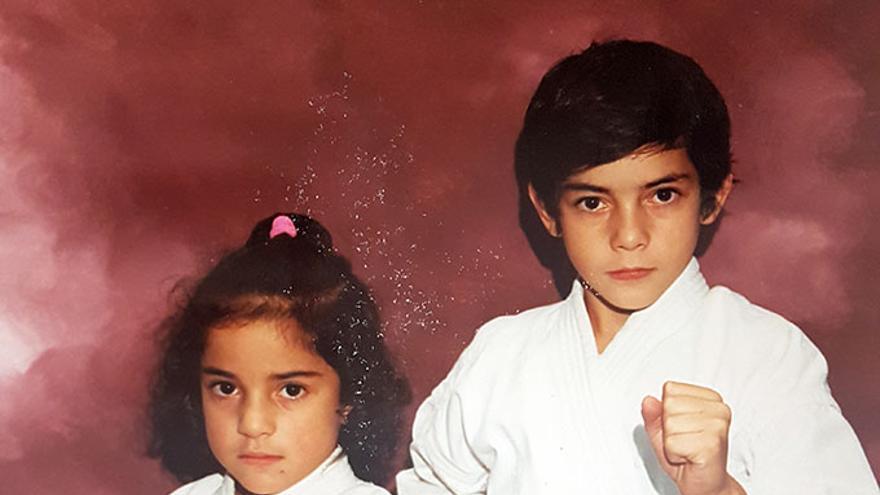 Sandra Sánchez junto a su hermano