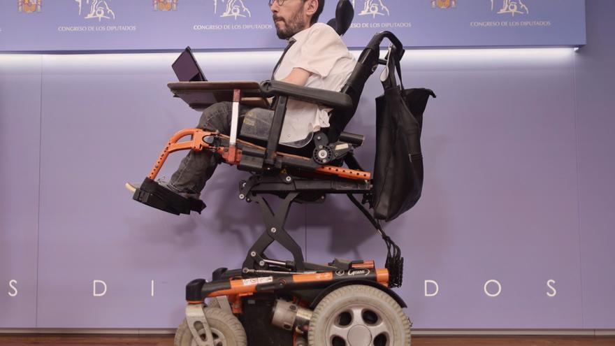 El portavoz de Unidas Podemos en el Congreso, Pablo Echenique, a su llegada a una rueda de prensa anterior a una Junta de Portavoces, a 25 de mayo de 2021, en el Congreso de los Diputados, Madrid, (España).