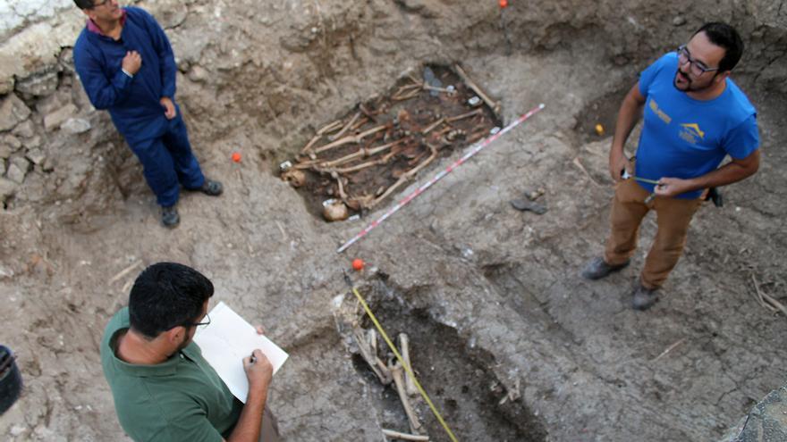 Trabajo arqueológico en las fosas comunes de Benamahoma (Cádiz). | JUAN MIGUEL BAQUERO