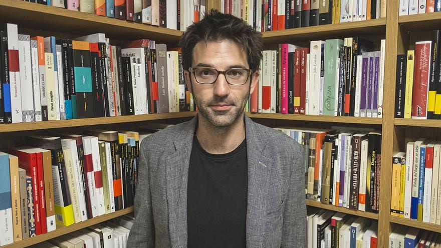 El escritor y periodista Marcos Díez dirige la Fundación Santander Creativa.   JESÚS SÁNCHEZ