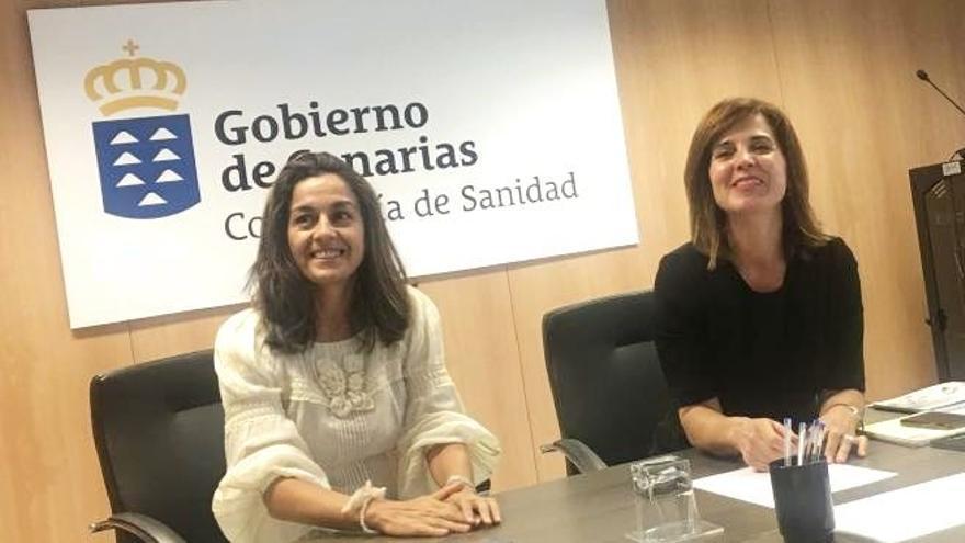 Blanca Méndez, junto a Teres Cruz Oval, ambas cesadas de sus cargos en la Consejería de Sanidad de Canarias