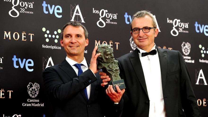 El guionista Alejandro Hernández y el director de la Academia, Mariano Barroso