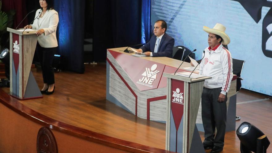 """El """"comunismo"""" y la """"corrupción"""": ejes casi sin matices de la campaña peruana"""