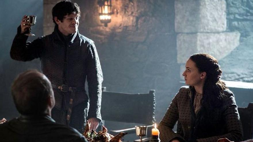 Iwan Rheon ('Tronos') explica los rumores sobre Sansa por su comentada frase