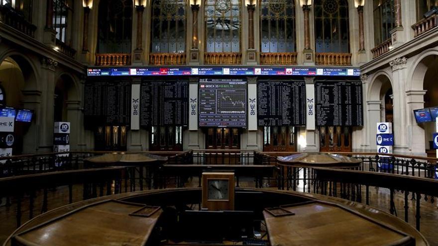 La Bolsa pierde un 0,79 % a mediodía y resiste en los 8.500 puntos