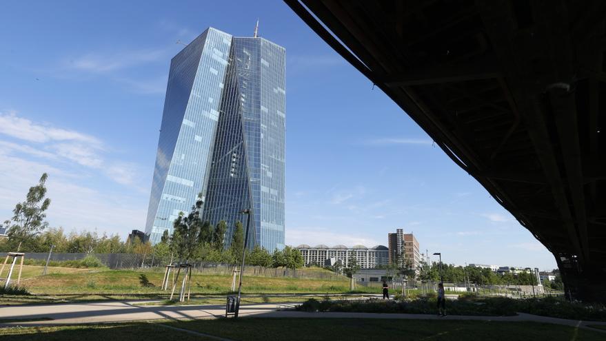 El BCE espera mantener los tipos hasta que la inflación llegue al 2 %